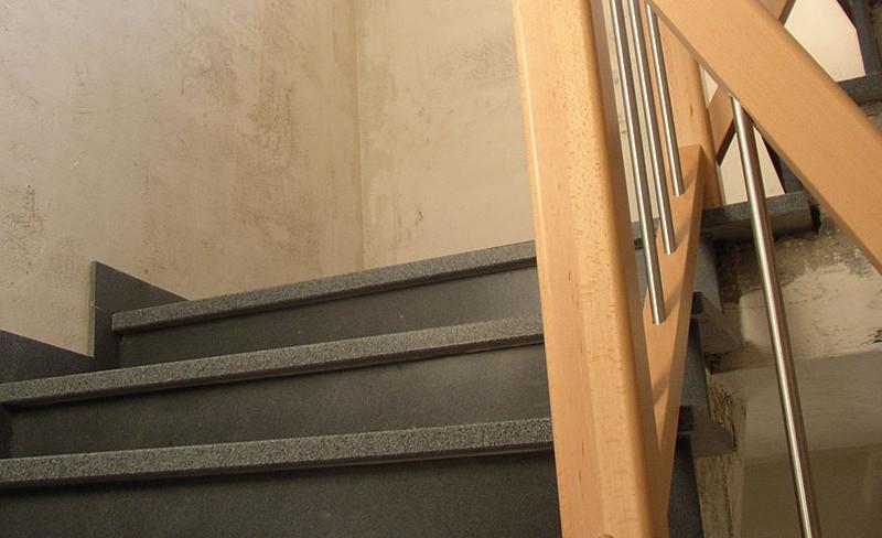 Elegante Platten mit Steinoptik für Treppen
